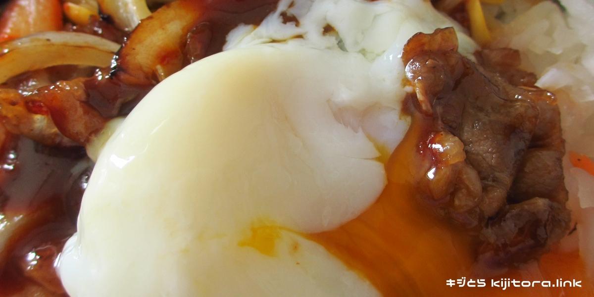 ほっともっと、焼肉ビビンバ2016(卵を割る2)