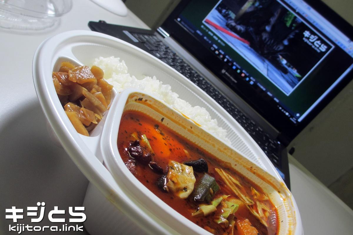 スープで食べるローストチキンと野菜のカレー 2016
