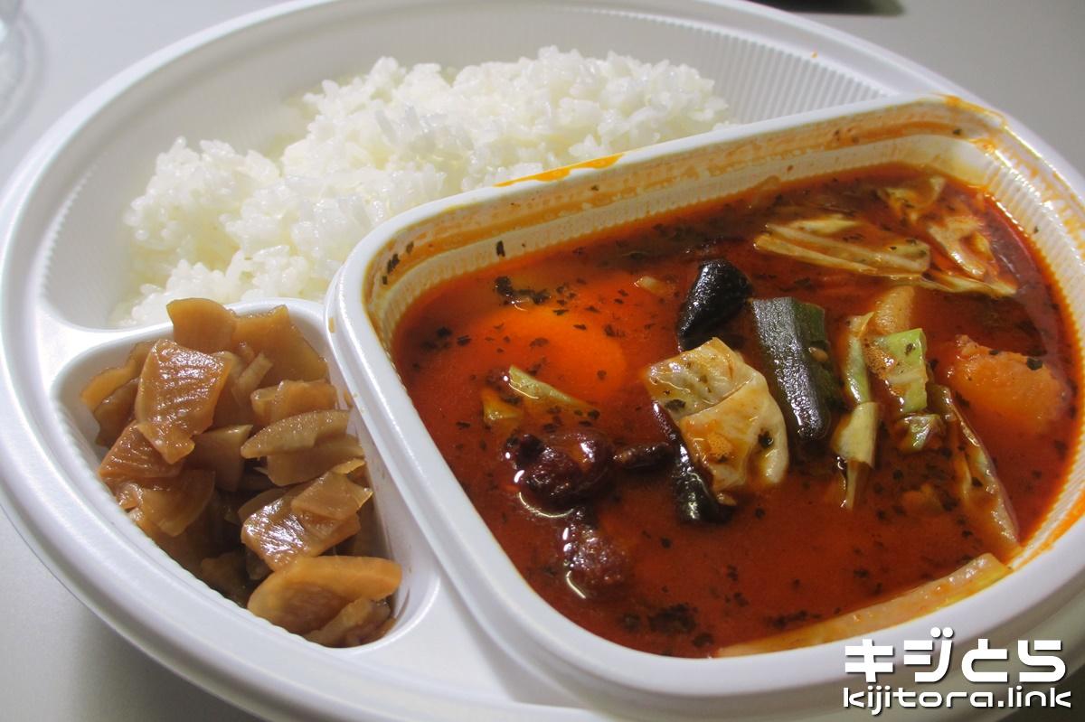 スープで食べるローストチキンと野菜のカレー