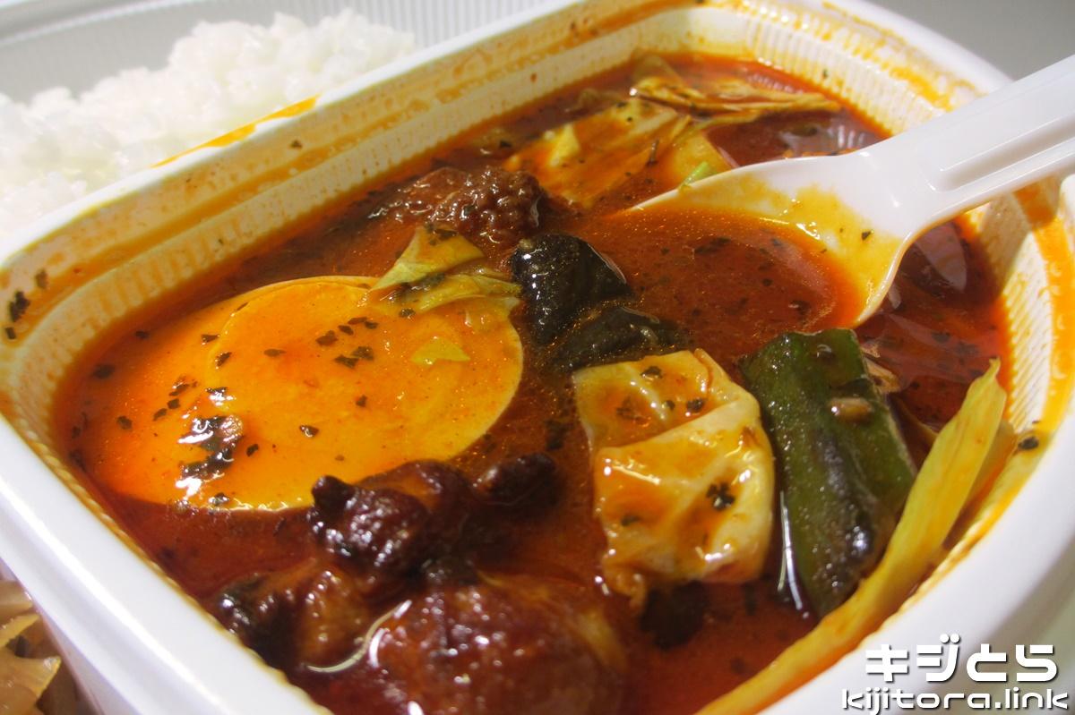 スープで食べるローストチキンと野菜のカレー アップ
