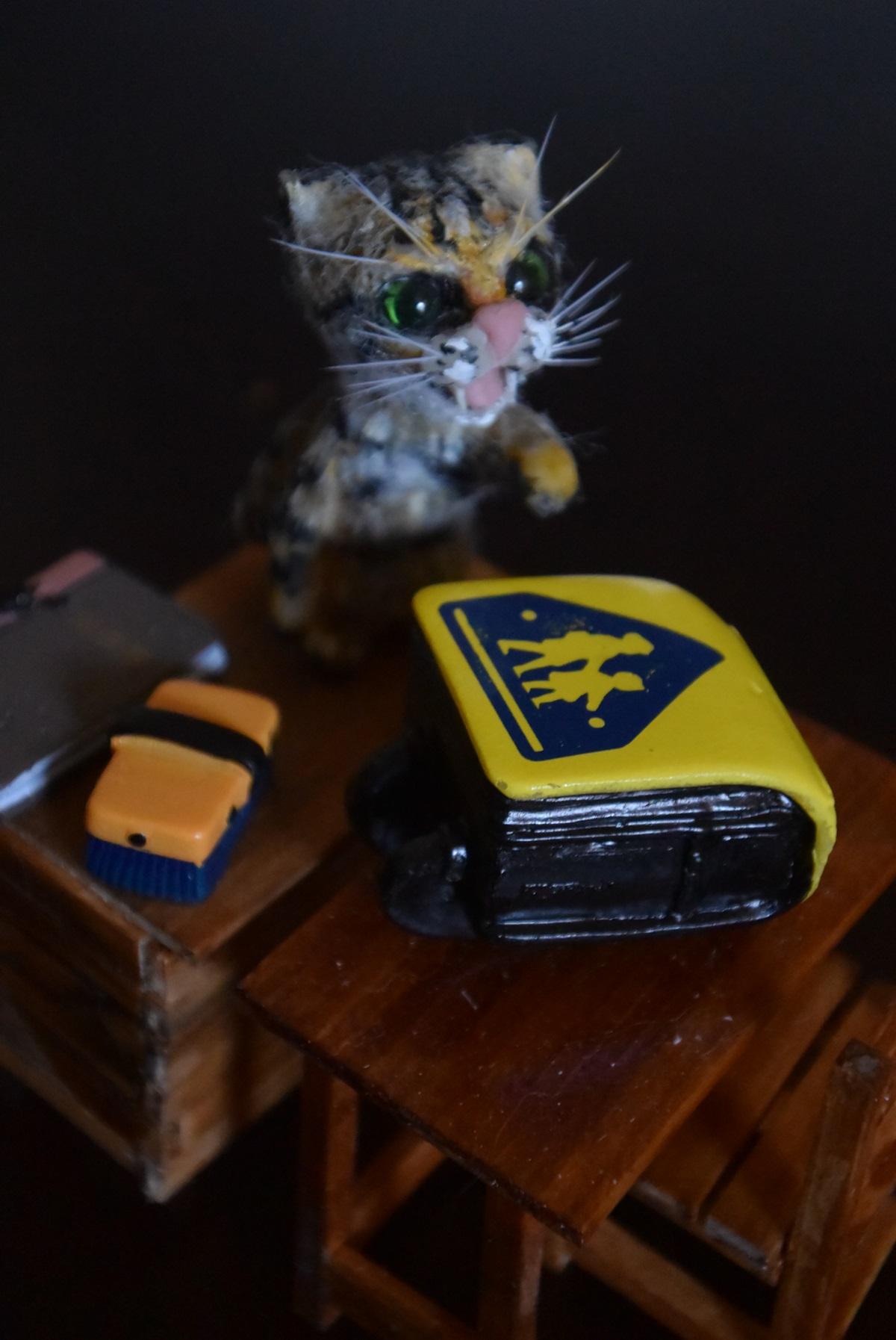 ミニチュア猫の先生とランドセル