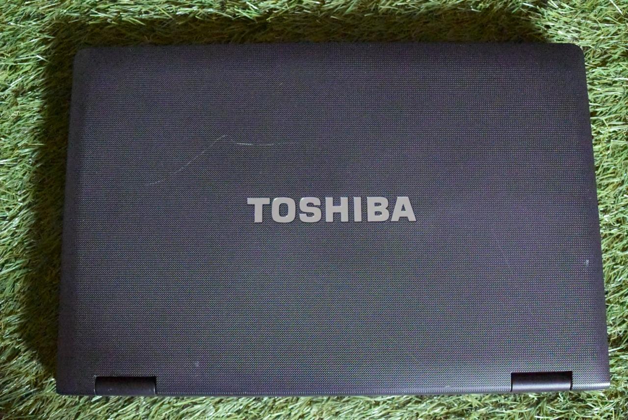 Amazonで買ったワジュンの中古ノートPC(外観)