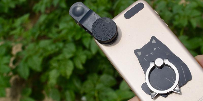 ダイソーのマクロレンズを装着したiPod touch